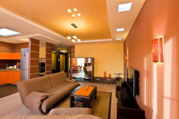 Потолок в квартире студии фото