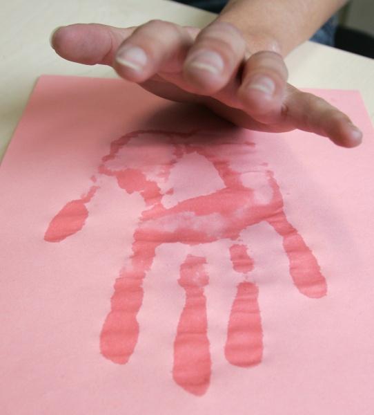 Как сделать влажными руки
